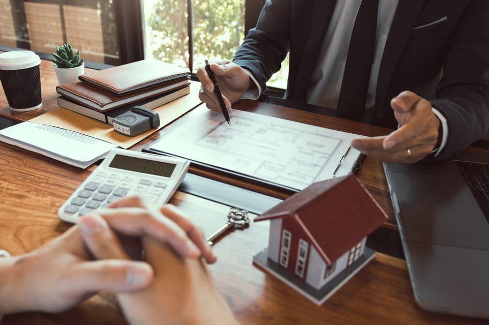 Kiểm tra giấy tờ cũng như hồ sơ cho thuê nhà hàng, cửa hàng, Kiot