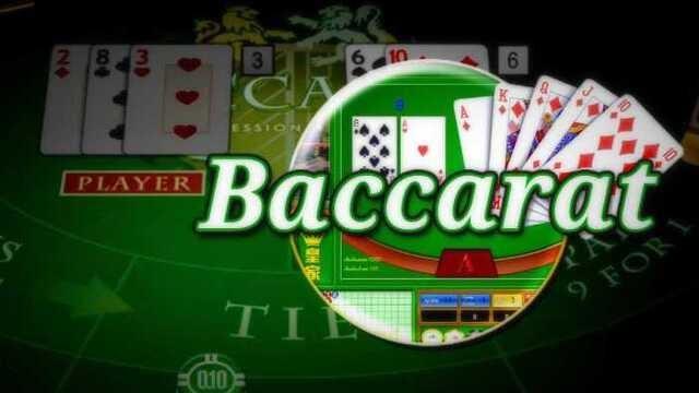 Có bao nhiêu người chơi xung quanh bàn baccarat?